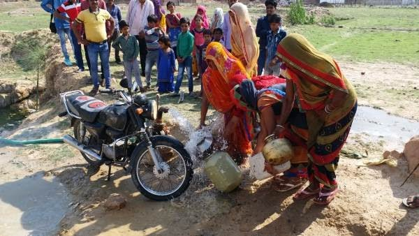 man Water extracted from tubewell by bike from Jugaad Technology
